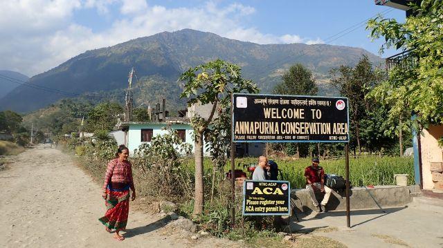 Entrée dans le PNR des Annapurnas... ...par la route !